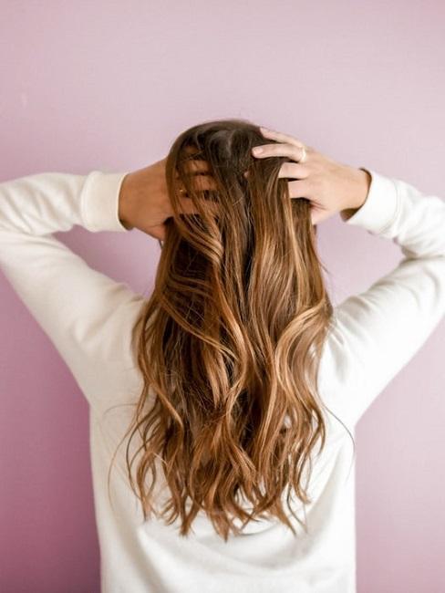 pelo largo con ondas
