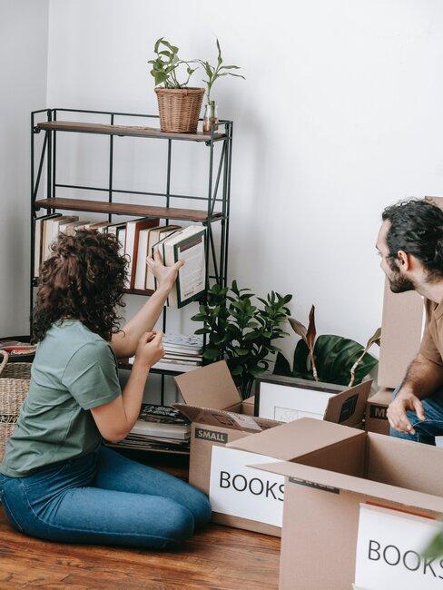 ordenar libros en cajas