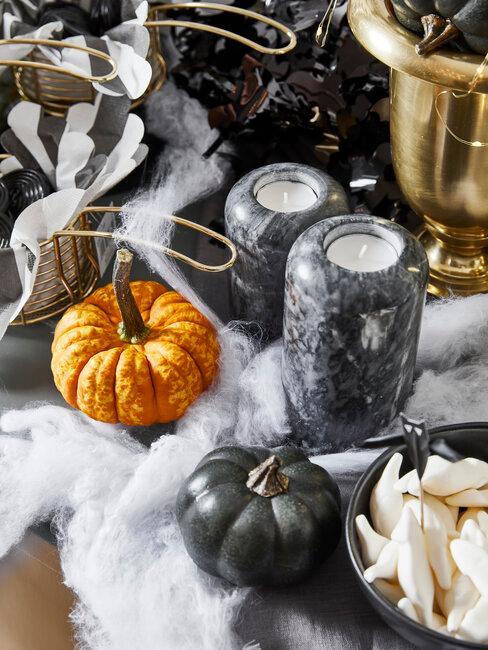 velas de mármol con calabazas