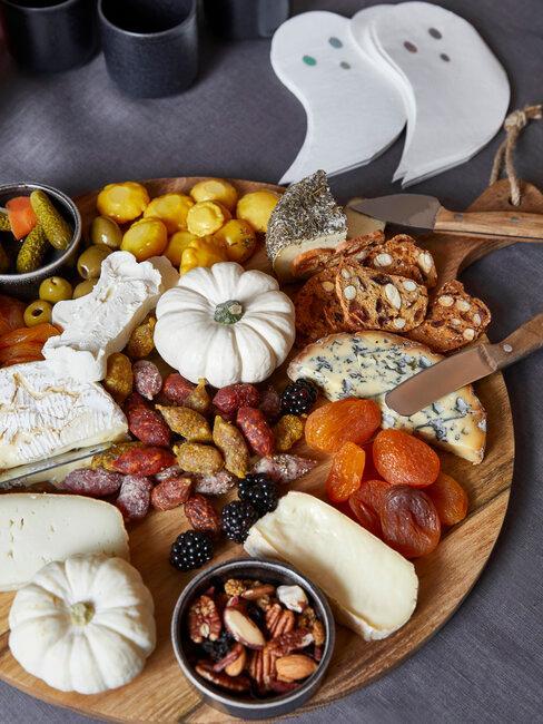tabla con aperitivos de halloween