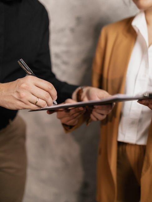 firmando documentos