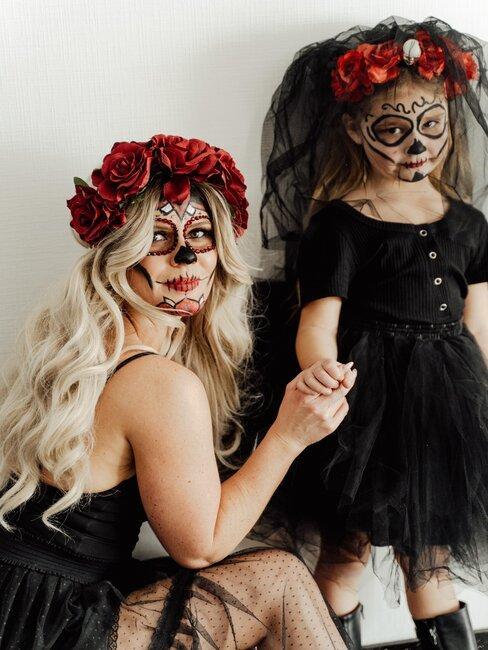 madre e hija con maquillaje de halloween