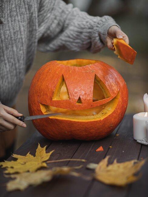 cortar calabaza de halloween