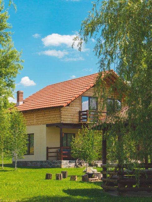 casa de pueblo con jardín