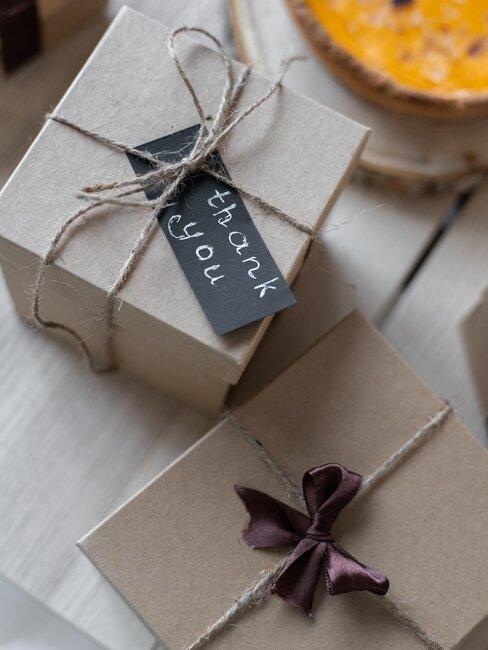 cajas de regalo marrones
