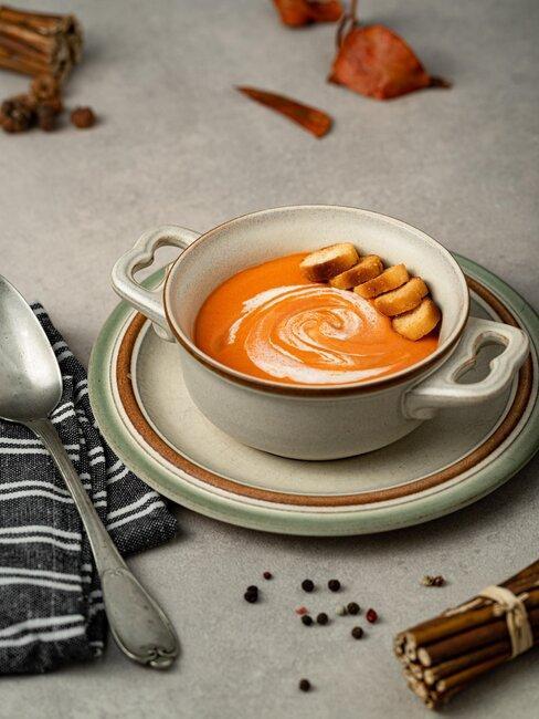 sopa de calabaza con croutones