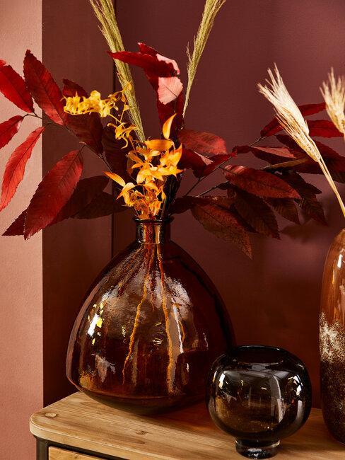 jarrones con hojas secas
