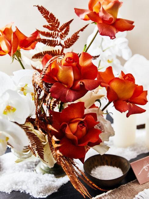 flores naranjas y blancas
