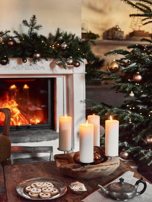 chimenea y velas decoración de navidad
