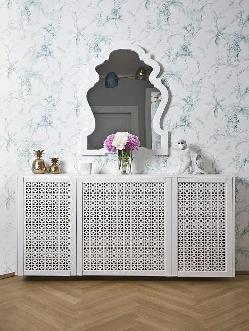 muebles blancos y papel pitando estilo vintage