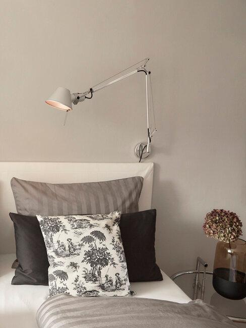 dormitorio industrial en blanco y negro con lámpara