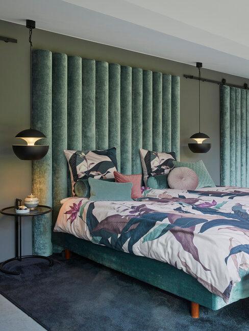 dormitorio industrial en verde terciopelo lámparas retro