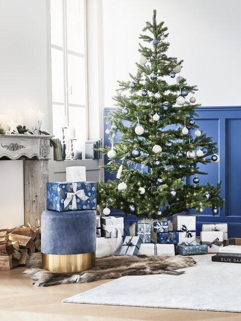 árbol de navidad en azul