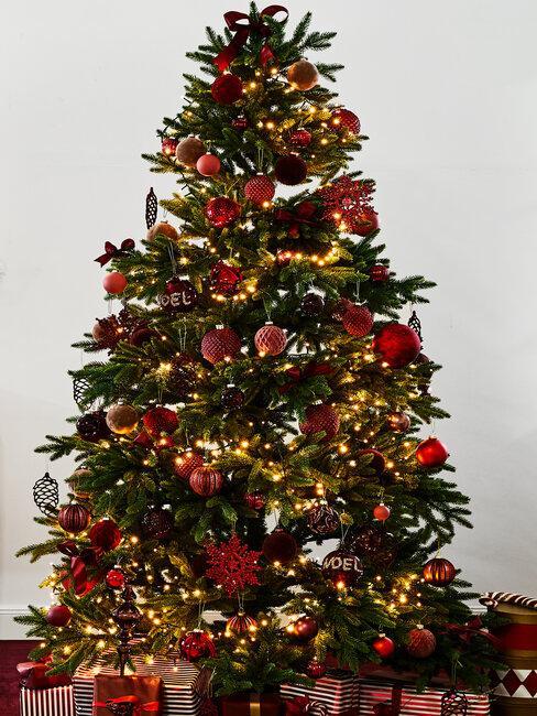 árbol de navidad rojo y dorado