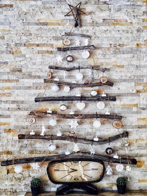 árbol de navidad de pared con madera