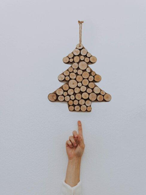 arbol de navidad de pared con madera