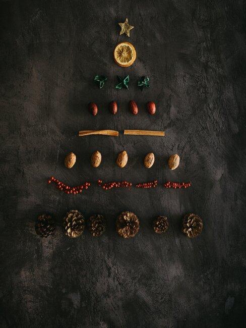 arbol de navidad con frutos secos
