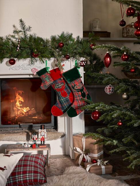 decoracion de navidad en la chimenea
