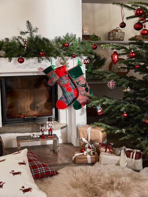 chimenea, decoración y regalos de navidad