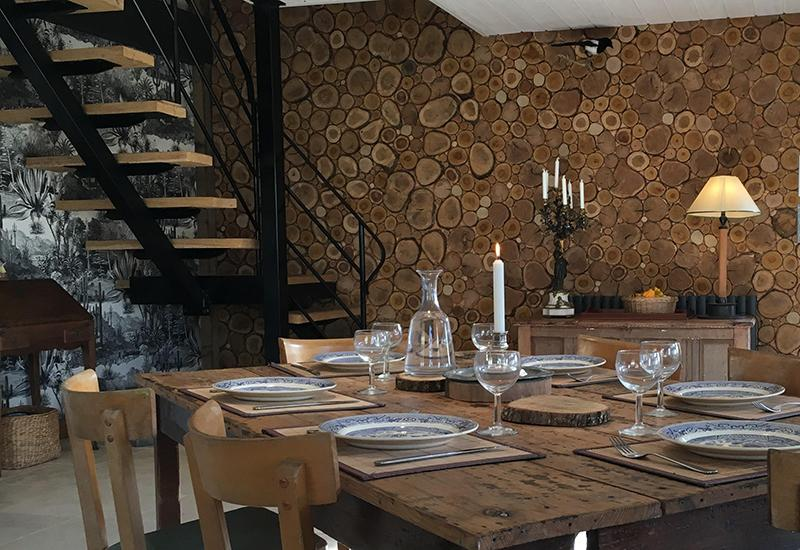 Salle à manger avec table et chaises en bois Rencontre avec Arnaud Doin