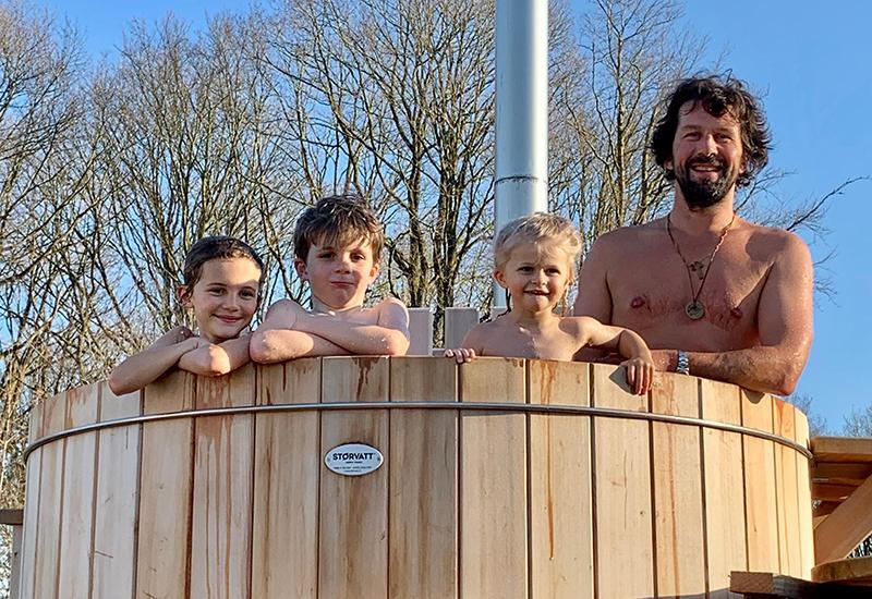 Famille dans un spa tonneau Rencontre avec Arnaud Doin