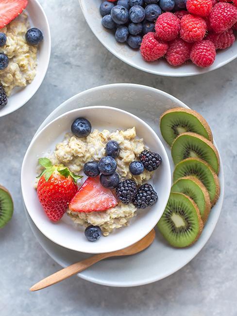 Porridge avec fruits frais