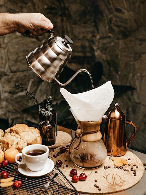 café entrain d'être servi