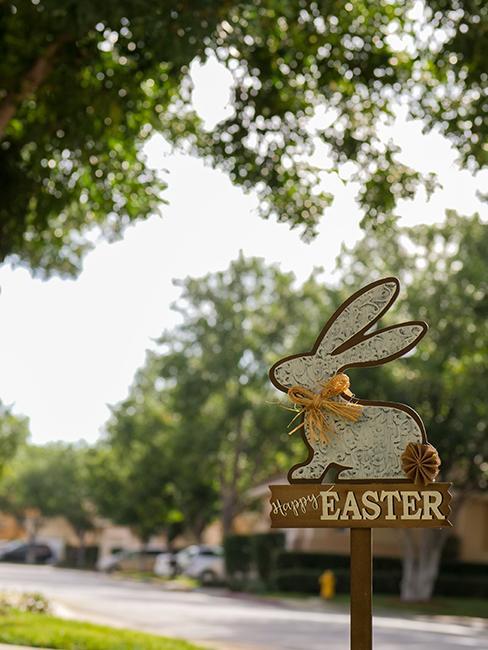 pancarte en forme de lapin dans la rue