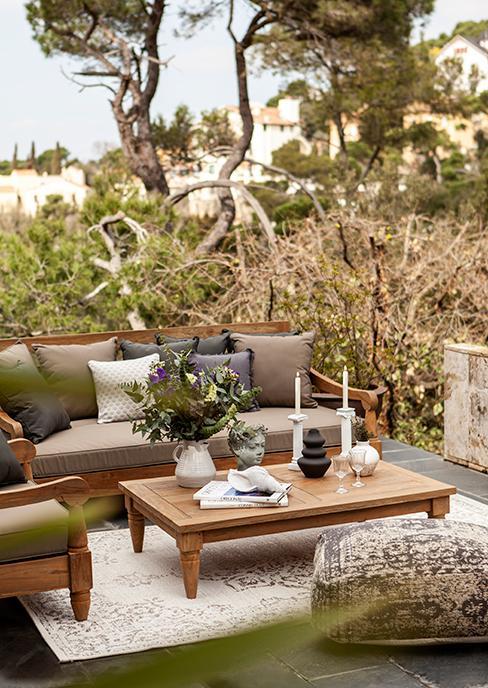 salon de jardin en bois avec table basse
