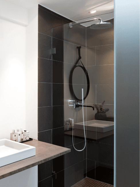 Douche moderne en couleur noire