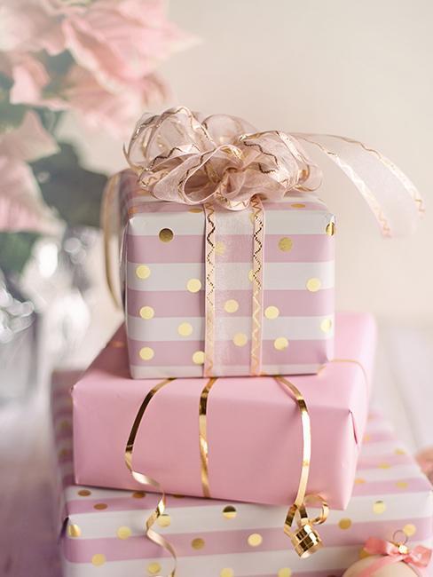 cadeau de mariage original avec emballage rose et blanc