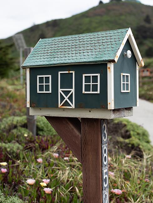 boite aux lettres en forme de maison