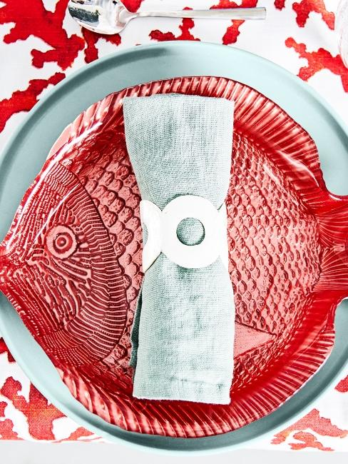 assiette poisson avec ron de table poisson