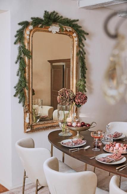 miroir doré style baroque avec guirlande de Noël