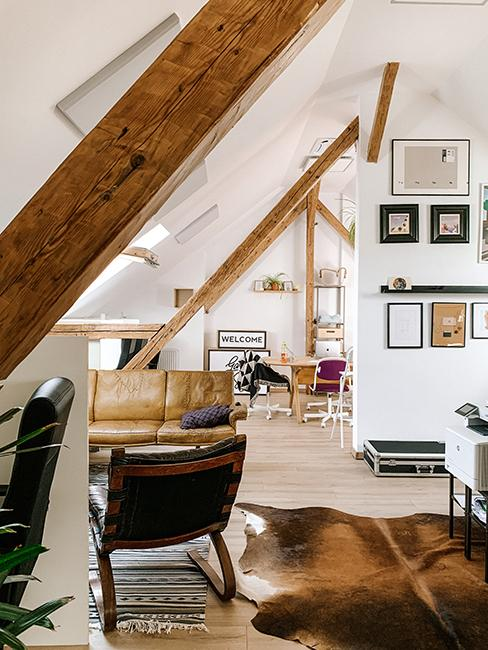 appartement sous les toits avec poutres en bois appartentes