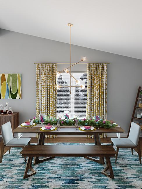 salle à manger avec grande table en bois