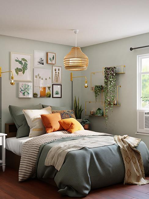 chambre tendance avec mur de cadres