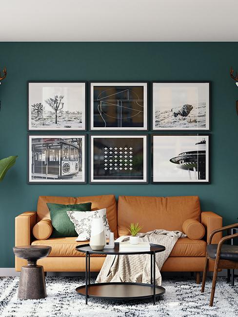 salon avec mur vert et mur de cadres