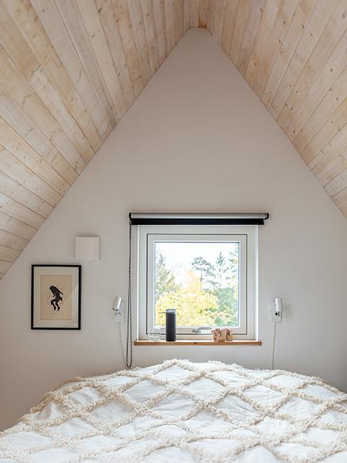 chambre mansardée blanche