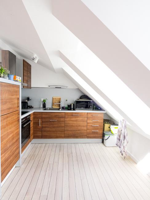 cuisine en bois sous les toits