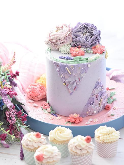 Layer cake enrobé de nappage violet
