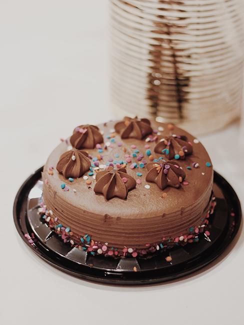 Gâteau au chocolat présenté sur une assiette