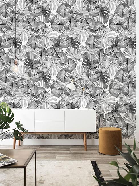 Buffet blanc avec tapisserie grise et blanche
