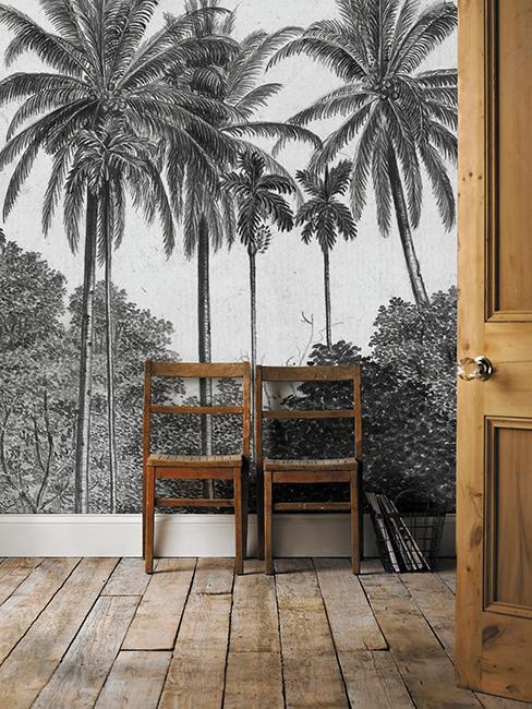 deux chaises en bois avec tapisserie tropicale noir et blanc