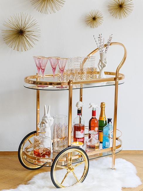 chariot en métal doré