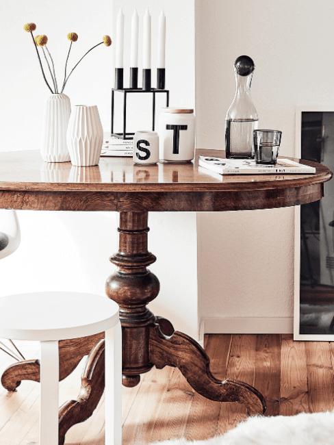 Table ronde en bois verni