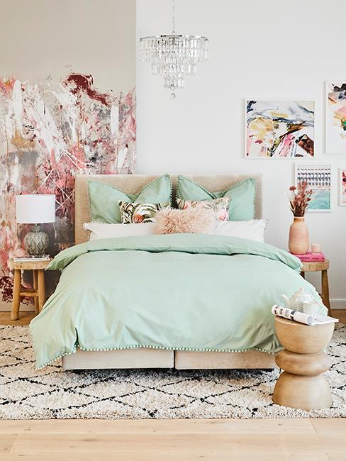2 couleurs dans une chambre avec un mur blanc et une mur beige