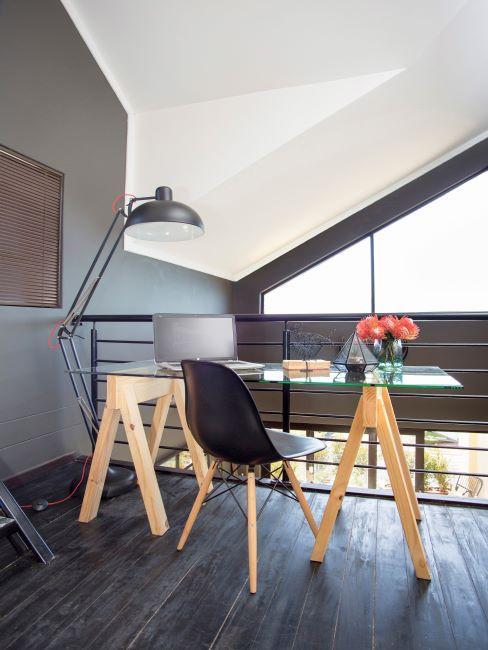 bureau moderne, table ave cplateau en verre, chaise de bureau, lampe de bureau