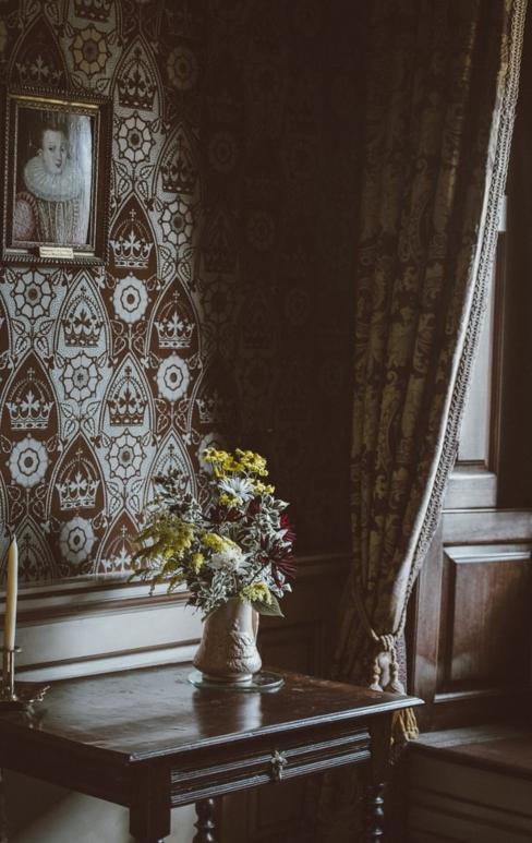 Papier peint dans un intérieur décoré de manière vintage