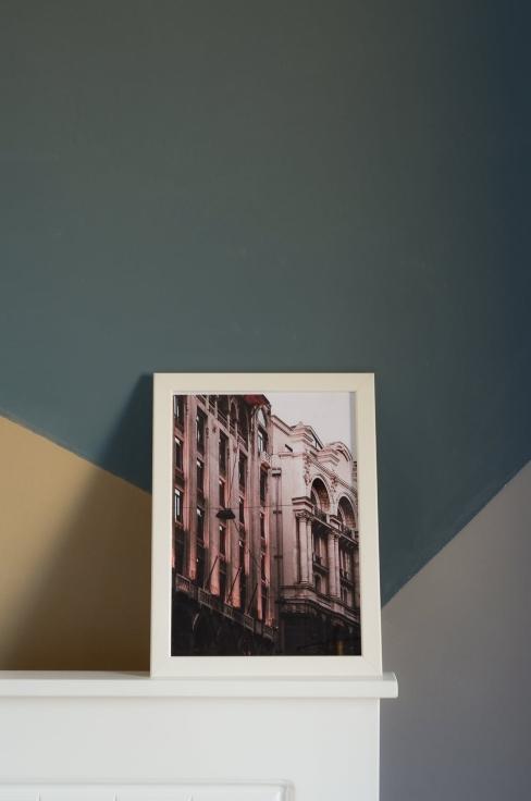 Impression contre mur à papier peint géométrique